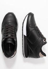 Tommy Hilfiger - DRESSY WEDGE  - Sneakersy niskie - black - 3