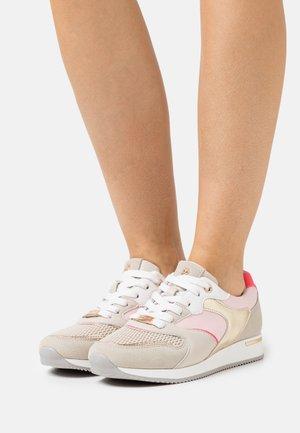 GEMMA - Sneakersy niskie - beige/pink