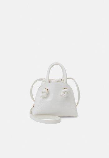 PCLAVENDA CROSS BODY KEY - Handbag - bright white/gold