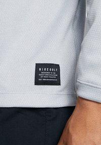Nike Golf - DRI-FIT HERREN GOLFOBERTEIL MIT HALBREISSVERSCHLUSS - Funktionströja - wolf grey/pure platinum/black - 4