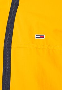 Tommy Jeans - ESSENTIAL CASUAL  - Veste mi-saison - orange - 2
