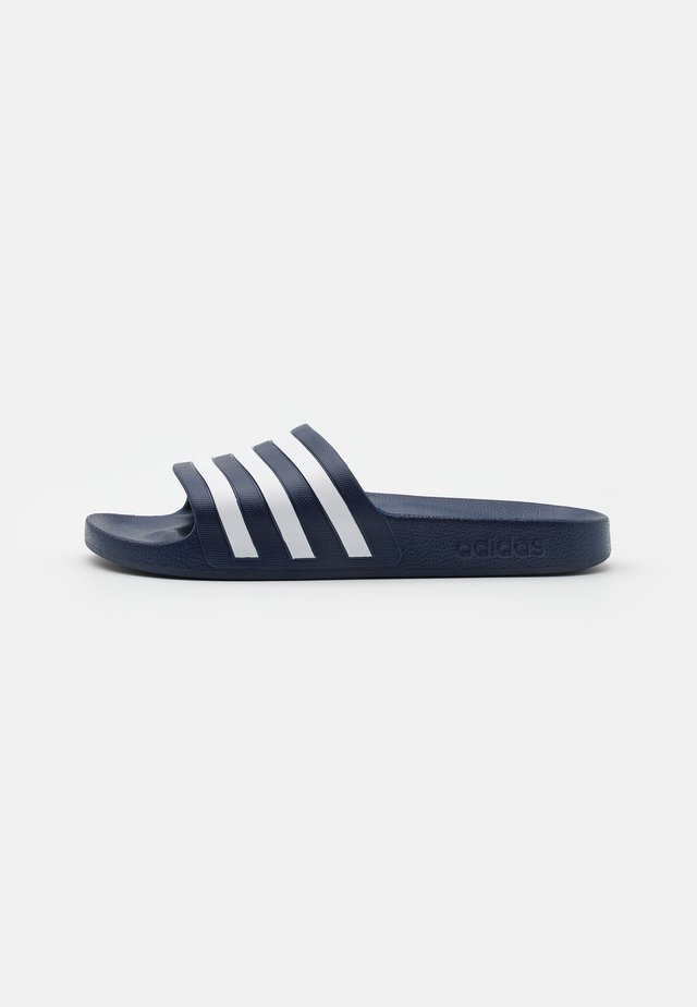 ADILETTE AQUA UNISEX - Badslippers - dark blue/footwear white