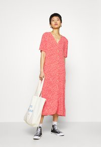 Monki - SILENA DRESS - Skjortekjole - red - 1