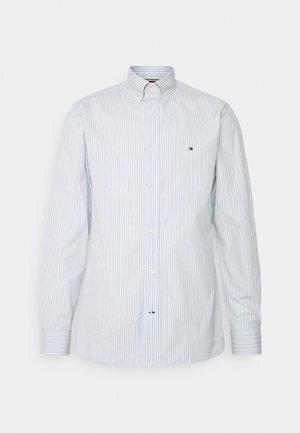 BOLD STRIPE REGULAR FIT - Camicia - breezy blue/ivory/yale navy