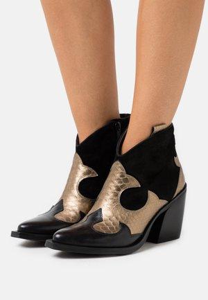 XILDA - Kotníková obuv na vysokém podpatku - black/gold