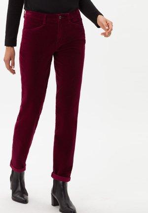 STYLE SHAKIRA - Trousers - cranberry