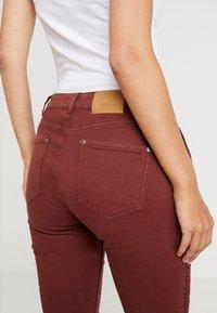 Yargici - FOLD DETAILED TROUSER - Slim fit jeans - bordeaux - 3