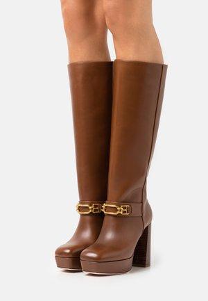 DEANNE - Platform boots - cognac