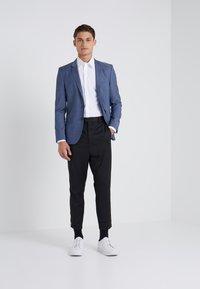 Filippa K - JAMES STRETCH SHIRT - Finskjorte - white - 1