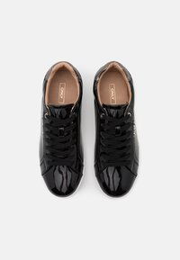 ONLY SHOES - ONLSHILO METALLIC - Sneakers laag - black - 4