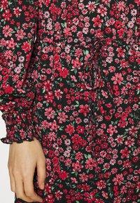 ONLY - ONLPELLA  - Hverdagskjoler - black/shore flowers pink - 4