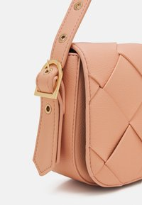 Who What Wear - HARPER - Handbag - coral pink grainy - 3