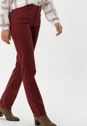 STYLE CAROLA - Trousers - rosewood