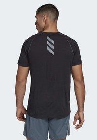 adidas Performance - SUPERNOVA PRIMEGREEN RUNNING SHORT SLEEVE TEE - Print T-shirt - black - 1