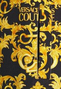 Versace Jeans Couture - PRINT LOGO BAROQUE - Teplákové kalhoty - black - 6