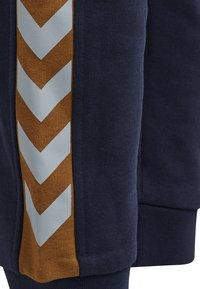 Hummel - Teplákové kalhoty - black iris - 4