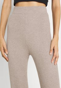 Fashion Union Tall - KYLIE FLARE TROUSERS - Leggings - taupe marl - 4