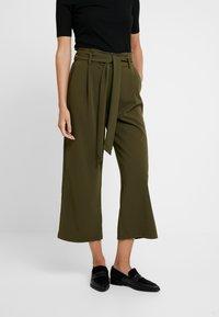 Springfield - CIRCUL - Trousers - greens - 0