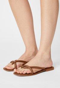 Vero Moda - VMFLINO - T-bar sandals - cognac - 0