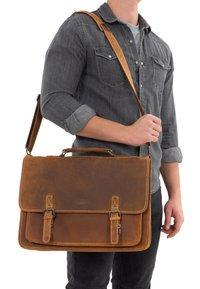 Gusti Leder - Briefcase - brown - 0