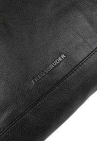 FREDsBRUDER - EASY PEASY - Across body bag - black - 5