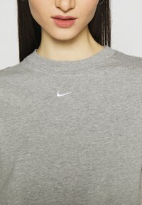Nike Sportswear - Print T-shirt - grey heather/white - 5