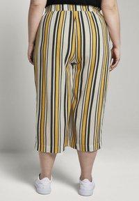 MY TRUE ME TOM TAILOR - CULOTTE CRINKLE LOOK - Trousers - black yellow stripe - 1