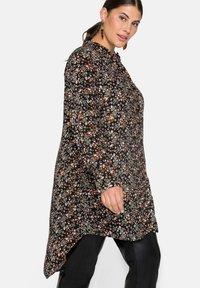 Sheego - Button-down blouse - schwarz bedruckt - 4