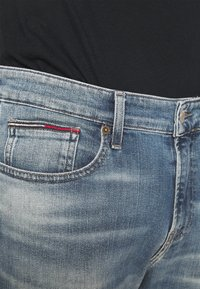 Tommy Jeans - RYAN RELAXED STRAIGHT - Jeans straight leg - portobello mid blue comfort - 5