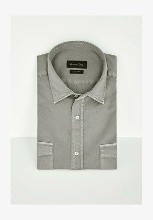 MIT DOPPELTEN TASCHEN - Shirt - evergreen