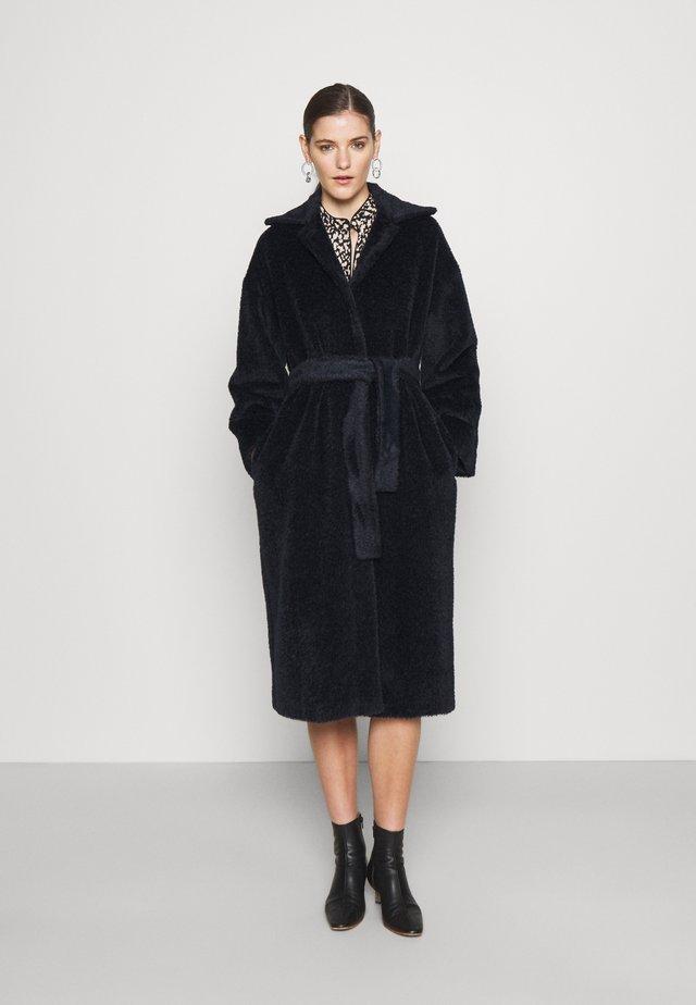 AGAIN - Classic coat - blu