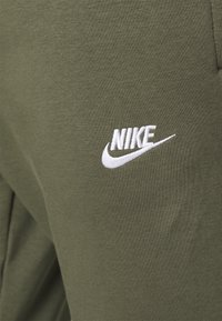 Nike Sportswear - CLUB - Tracksuit bottoms - twilight marsh/white - 4