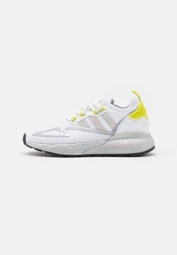 ZX 2K BOOST UNISEX - Sneakers - footwear white/grey one/acid yellow