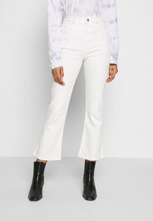 HIGH RISE GRAZER - Flared jeans - white