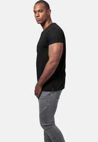 Urban Classics - Basic T-shirt - black - 3