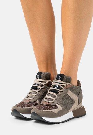 RENDALEN - Zapatillas altas - taupe