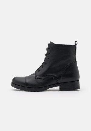 Šněrovací kotníkové boty - alaska