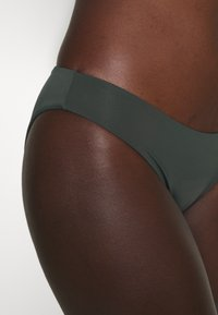 women'secret - HIPSTER BRIEF REVERSIBLE - Bikini bottoms - green - 5