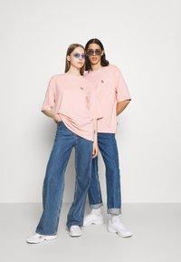 YOURTURN - UNISEX - Print T-shirt - pink - 1