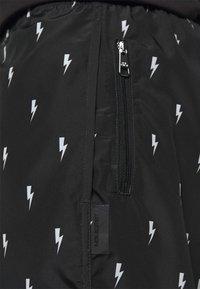 Neil Barrett - ALL OVER SMALL THUNDERBOLT - Shorts - black/white - 5