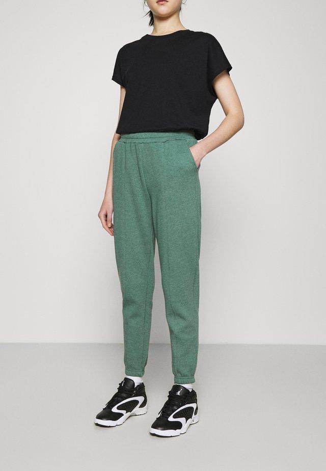 BASIC REGULAR FIT JOGGERS - Teplákové kalhoty - teal