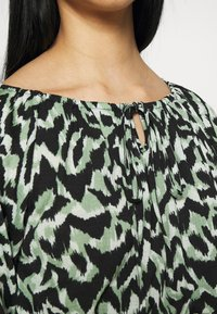ONLY - ONLPELLA BOW - Long sleeved top - black/green milieu - 4