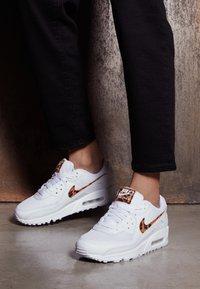 Nike Sportswear - AIR MAX 90 - Sneakers laag - white - 4