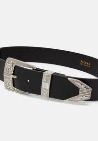 Pieces - PCLARAH OVERSIZED WAISTBELT - Waist belt - black/silver-coloured - 2