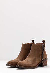 Alpe - NELLY - Ankle boots - arabica - 4