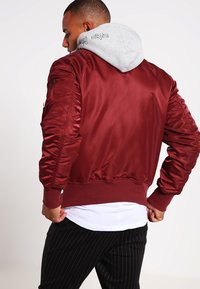 Alpha Industries - Kurtka Bomber - burgundy - 2