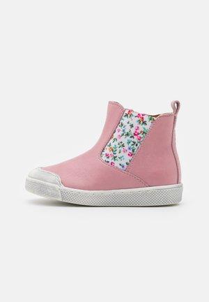ROSARIO CHELYS - Kotníkové boty - pink