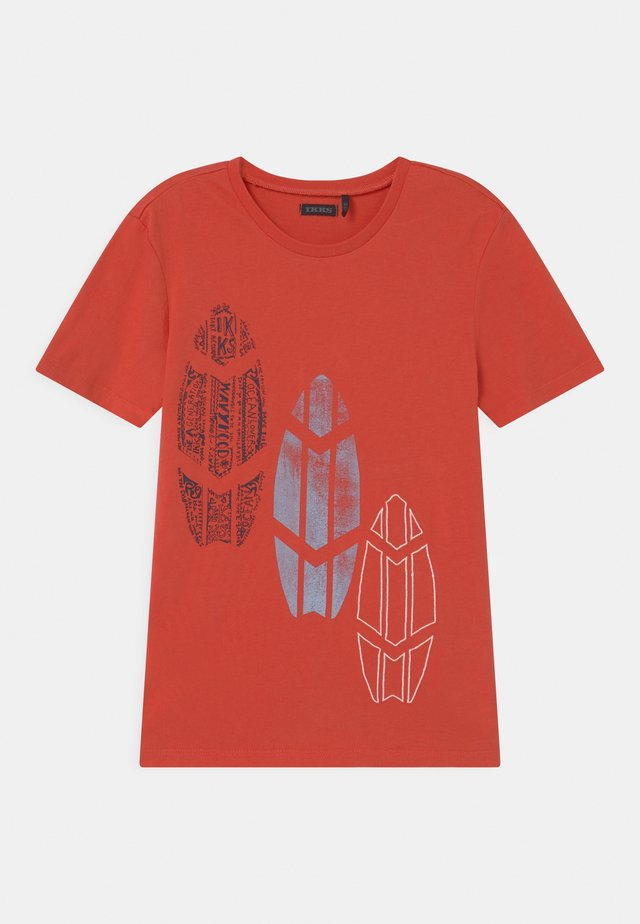 T-shirt con stampa - corail