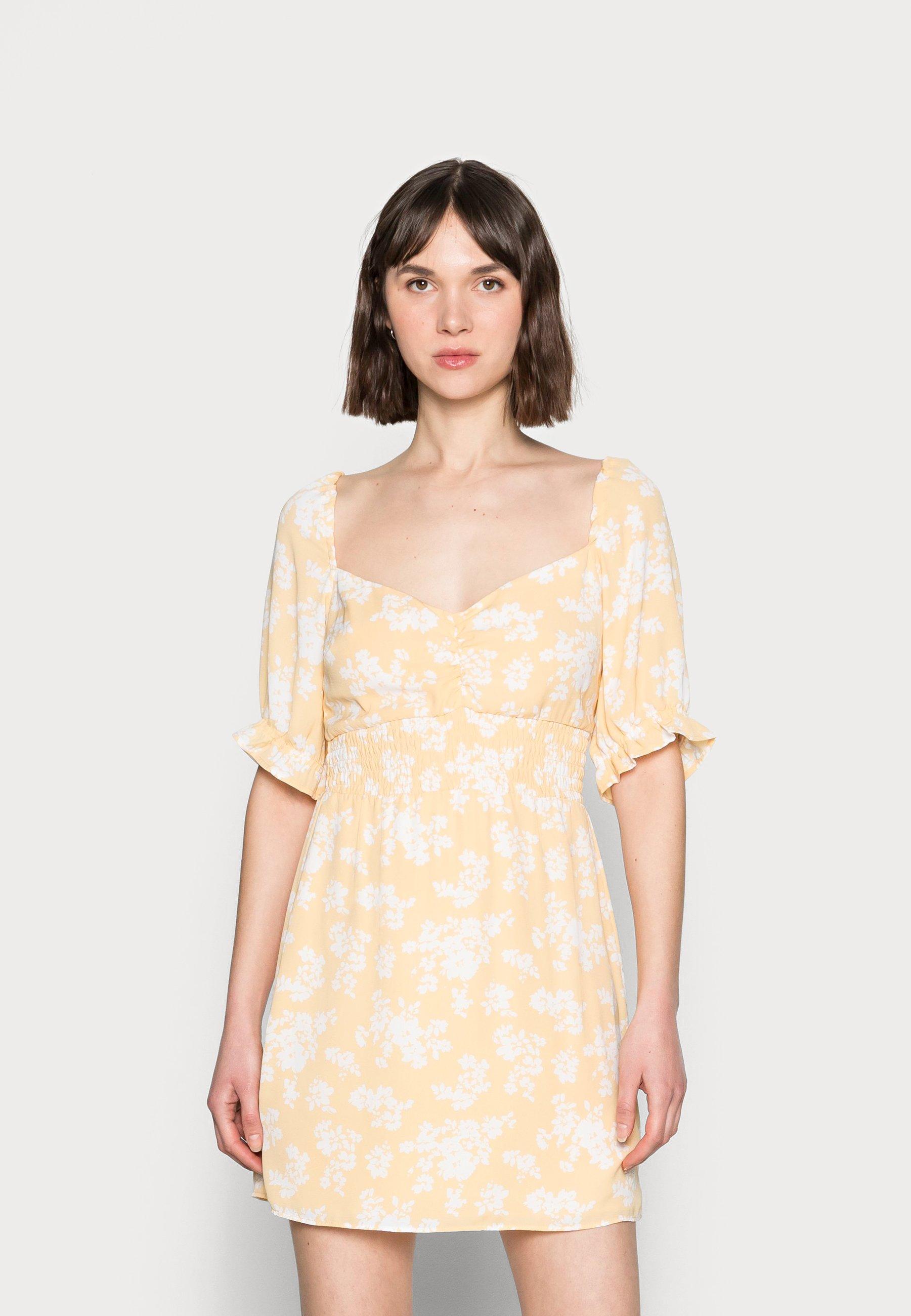 Mujer SMOCKED WAIST PAMI SHORT DRESS - Vestido informal - yellow