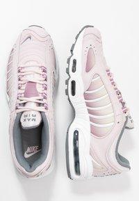 Nike Sportswear - AIR MAX TAILWIND - Sneakersy niskie - barely rose/smoke grey/plum dust/white/fossil - 3